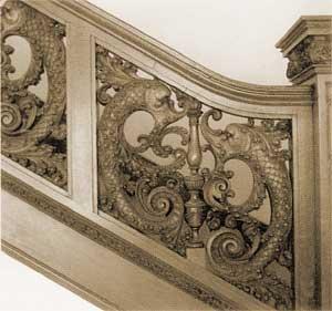 Украшение дома резными деревянными элементами: карнизы