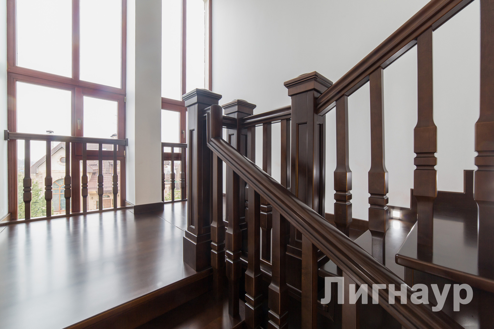 Деревянные лестницы купить недорого в Москве, цена, фото