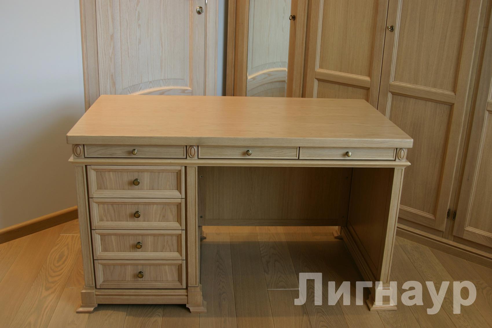 Мебель из дерева - трансофмирующийся письменной стол.